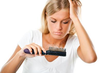 Kokosöl gegen Schuppen und Haarausfall