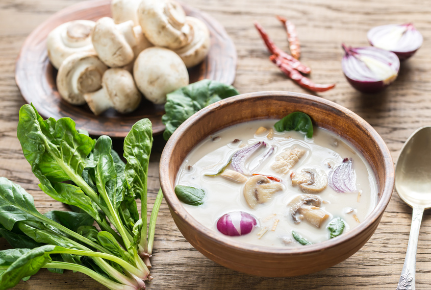 Kokossuppe mit Champignons und Mungbohnen-Sprossen