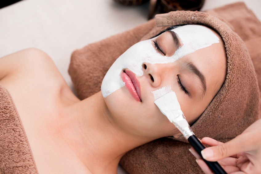Reinigungslotion und Gesichtsmaske gegen unreine Haut
